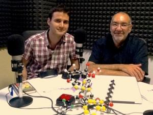 Luis Moreno (izquierda) y Bernardo Herradón (derecha) en el estudio de Radio 3W.